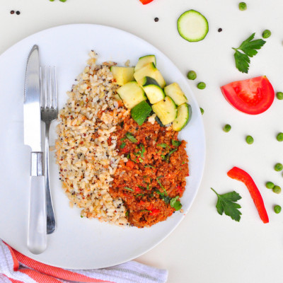 LARGE LEAN BEEF MINCE/BROWN RICE AND QUINOA/ZUCCHINI/PARSLEY ON TOP