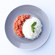 FREE RANGE LARGE CHICKEN BOLOGNESE/BASMATI WHITE RICE/PEAS (MEAL DEAL)
